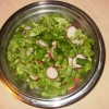Prolećna salata od rotkvice, mladog luka i zelene salate