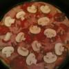 Pica sa sremskom kobasicom i slaninom