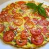 Pica sa paradajzom, jajima i bosiljkom