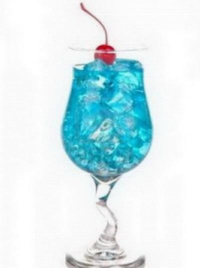 Plavi koktel privlači atraktivnim izgledom i još lepšim mirisom i