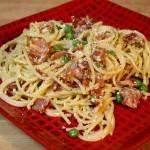 Špagete sa slaninom i graškom