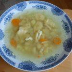 Pileća supa sa knedlicama