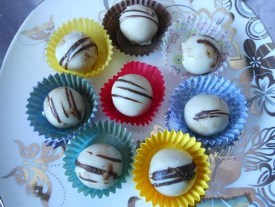 Kuglice s bademima i belom čokoladom
