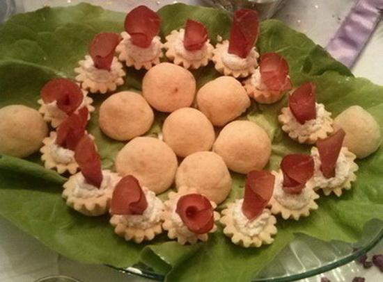 Kuglice od sira punjene sa maslinama