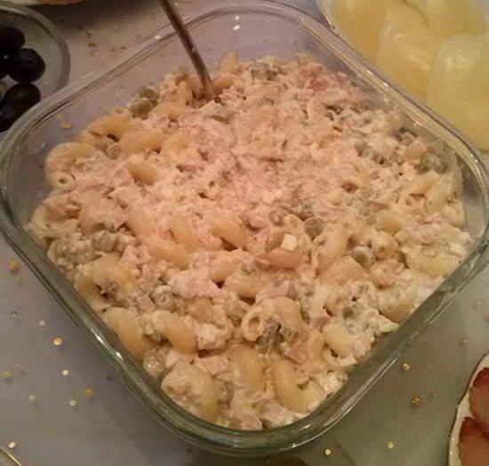 Makaroni sa sirom i maslinama