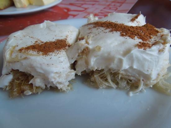 Kadaif je orijentalni desert. Omiljena je poslastica turske kuhinje