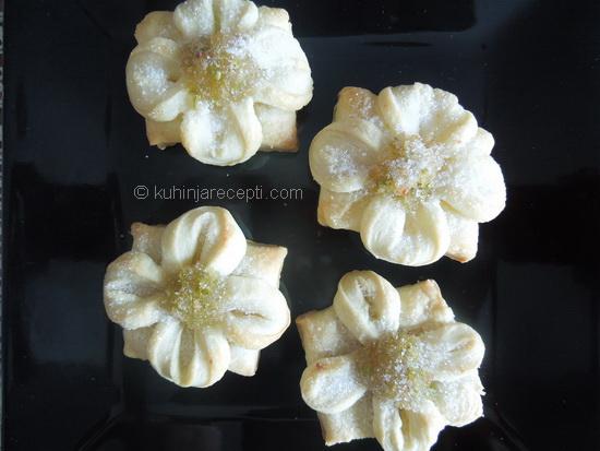 Cvetići-od-lisnatog-testa