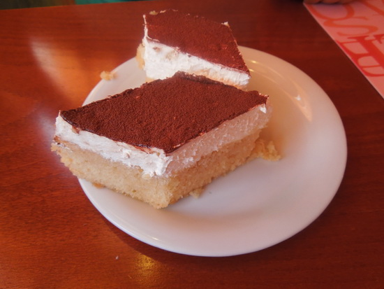 Trobojni grčki kolač