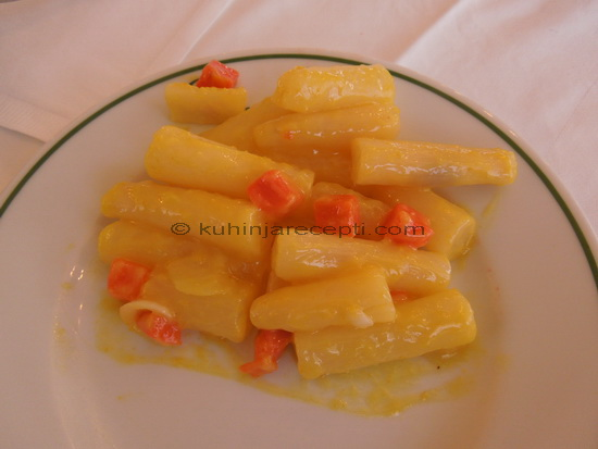 Bela špargla u sosu od senfa