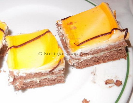 Kinder kolač s glazurom od narandže