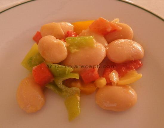 Pasulj salata s paprikom i šargarepom
