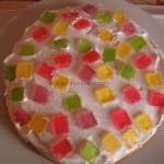 Torta s belom čokoladom i želeom