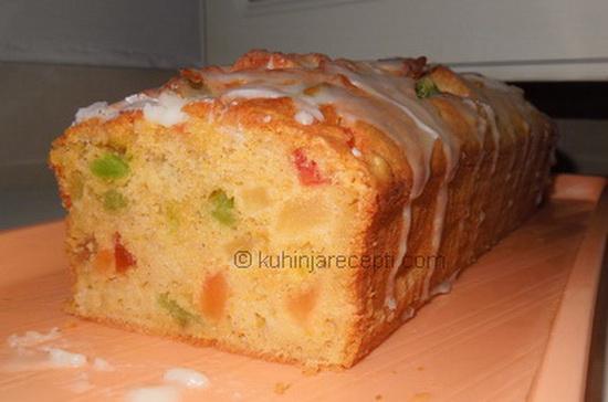 Aromatičan kolač s kandiranim voćem