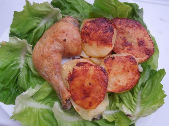 Marinirani bataci s krompirom iz rerne