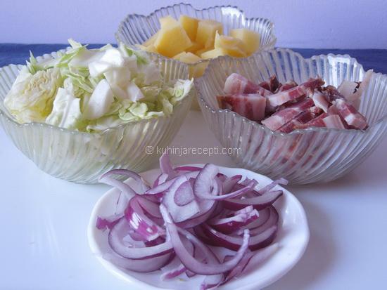 1 Specijalitet s krompirom, slaninom i kupusom