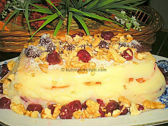 Puding torta s višnjama