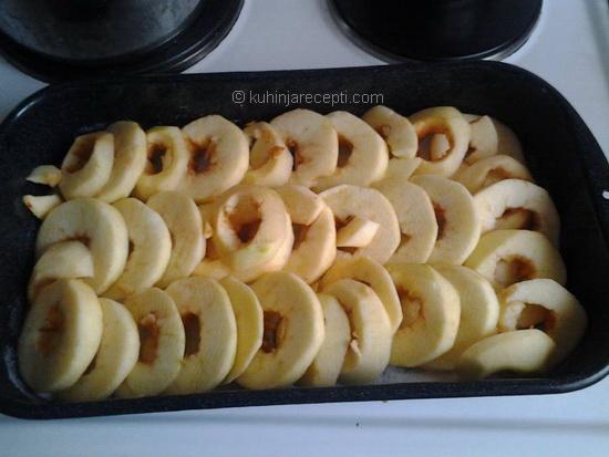 Violetin kolac od jabukla (1)