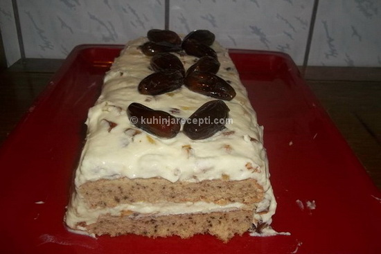 Fina torta s urnama