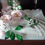 Torta s belom čokoladom i bademima