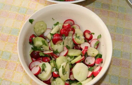 Jednostavna proletnja salata