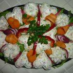 Jogurt salata s povrćem, šunkom i sirom