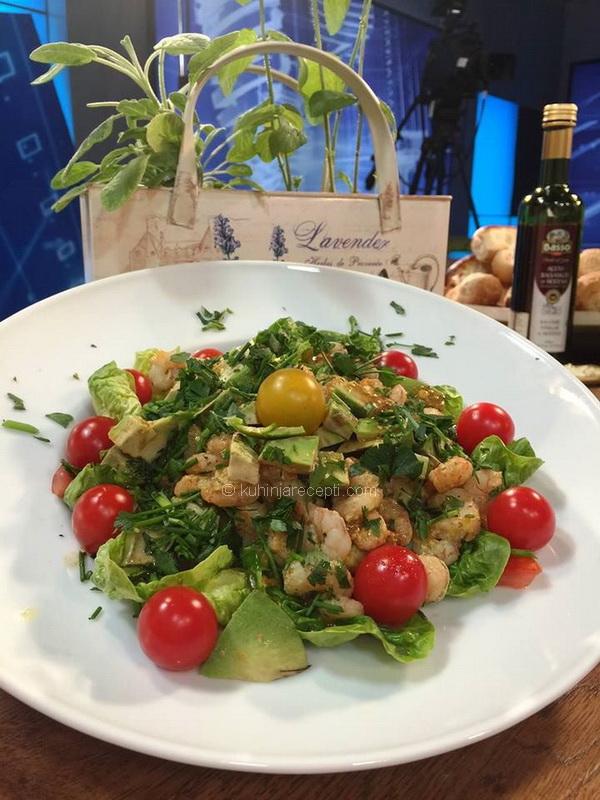 Salata od avokada i gambora