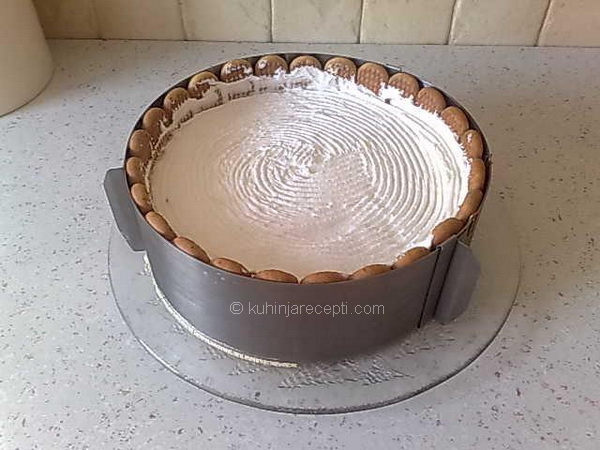 1 Plazma kapućino torta sa čokoladom, slatkom pavlakom i šlagom