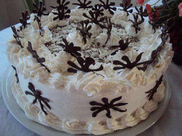 Pahulja torta s lešnicima