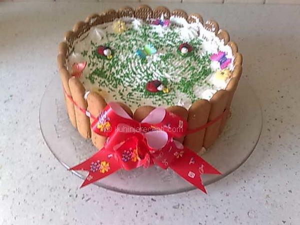 Plazma kapućino torta sa čokoladom, slatkom pavlakom i šlagom
