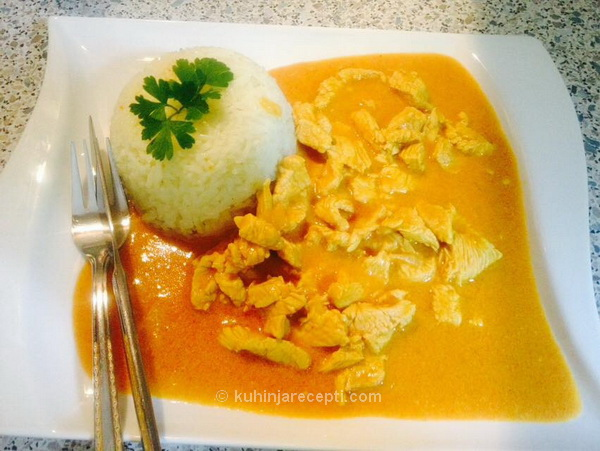 Piletina u kari sosu s pirinčem