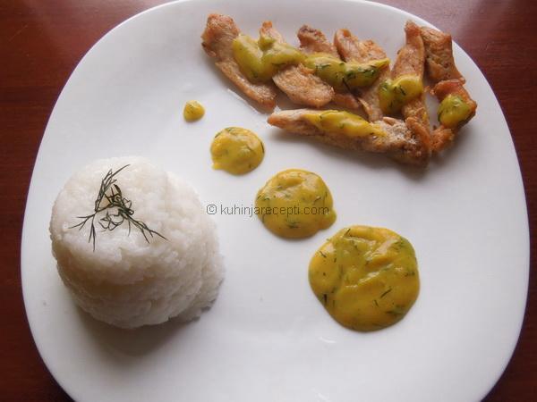 Piletina sa sosom od kurkume i mirođije