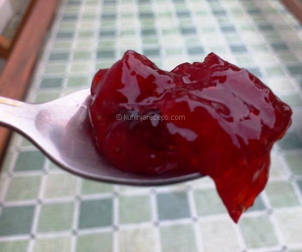 Džem od jagoda s bosiljkom
