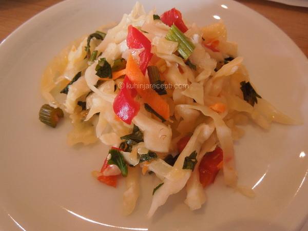 Salata s belom rotkvom