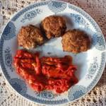 Šnicle od mlevenog mesa sa pečenom paprikom
