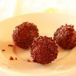 Rum kuglice sa čokoladom i lešnicima