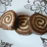 Kokos rolat sa crnom i belom čokoladom