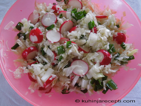 Lagana vitaminska salata