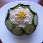 Salata s piletinom, sirom i susamom