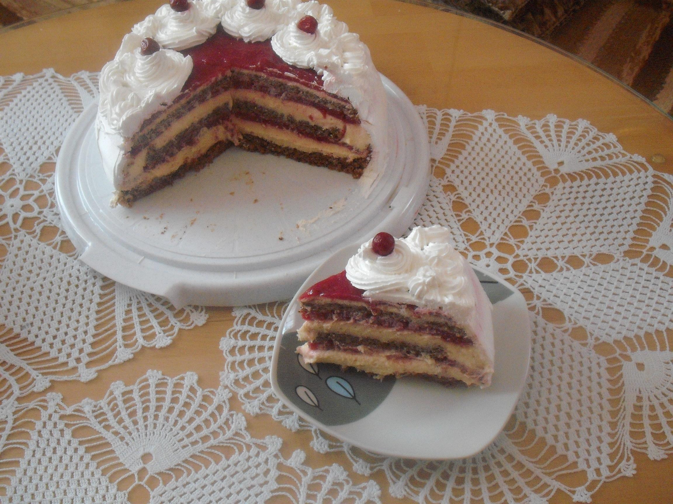 Torta sa višnjama i pudingom od vanile
