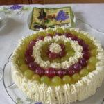 Sladoled torta s belom čokoladom i grožđem