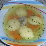 Domaća pileća supa s griz knedlama