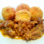 Knedle sa gaudom i svinjetina u curry umaku