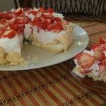 Pavlova torta s jagodama