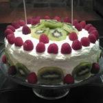 Tri lece s vocem u obliku torte