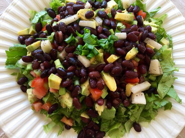 Salata od povrca sa crvenim pasuljem