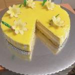 Torta s limunom i prelivom od bijele cokolade