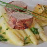 Svinjski file s belom šparglom i krompirima